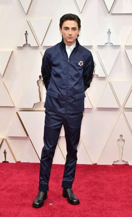 O ator Timothée Chalamet, de 'Adoráveis Mulheres', deixou o black tie de lado e escolheu uma jaqueta Prada para a premiação mais importante da temporada. A escolha ousada foi aplaudida por uns e rechaçada por outros Foto: Amy Sussman / Getty Images