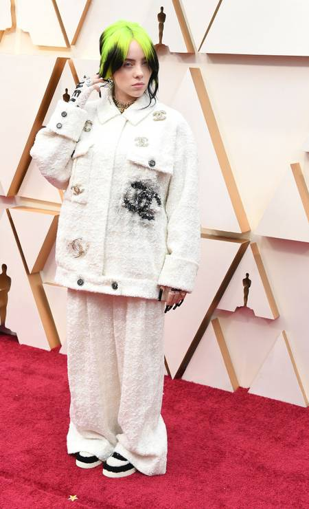 Billie Eilish ousou no tailleur oversized da Chanel e não agradou a todos Foto: Steve Granitz / WireImage