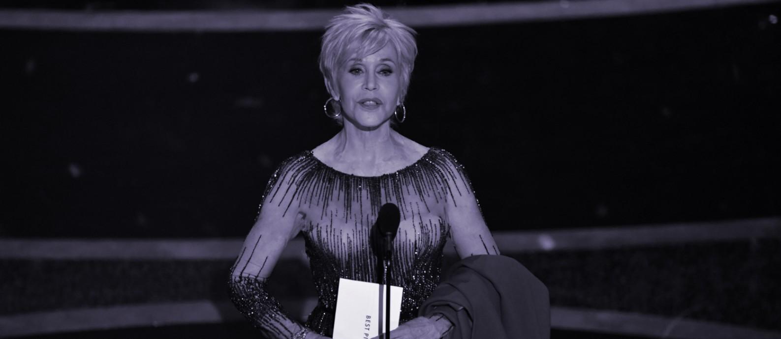A atriz Jane Fonda ao apresentar o Oscar de melhor filme Foto: AFP