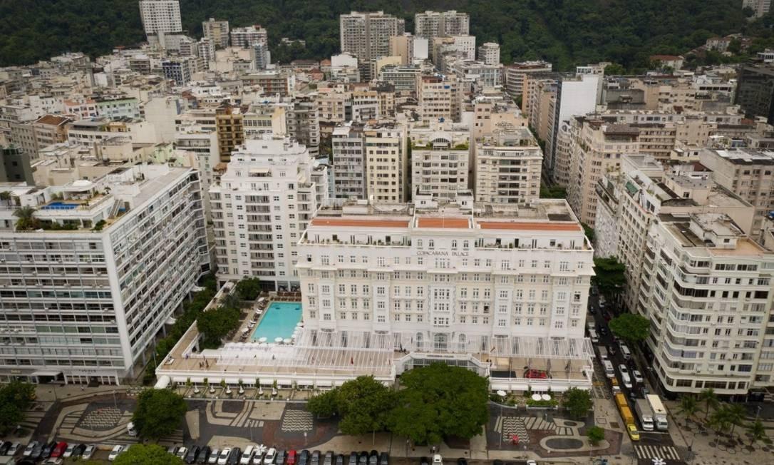 O hotel já foi eleito diversas vezes como o melhor da América do Sul, como em 2009 quando recebeu o prêmio World Travel Award, um dos mais importantes prêmios mundiais de turismo.Em dezembro 2018, o grupo LVMH, dono da Louis Vuitton, confirmou a compra do Copacabana Palace e demais hotéis da rede Belmond em transação de US$ 3,2 bilhões (cerca de R$ 12 bilhões). Foto: Pablo Jacob / Agencia O Globo