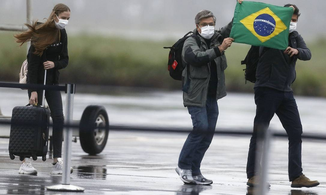 Chegada dos brasileiros vindos de Wuhan, na China, na Base Aérea de Anápolis, no último domingo. Foto: Jorge William / Agência O Globo