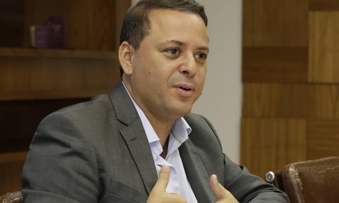 O prefeito de Niterói Rodrigo Neves já negou diversas vezes ter operado o esquema de propina junto as empresas de ônibus. Foto: Fábio Guimarães / Agência O Globo