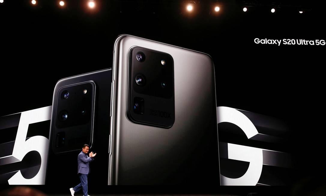 TM Roh, presidente da Samsung, anuncia nova linha de produtos Foto: STEPHEN LAM / REUTERS