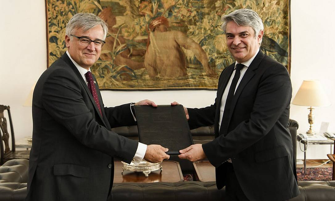 O embaixador da União Europeia, Ignacio Ybañez Rubio, entrega suas credenciais ao secretário-geral de Relações Exteriores, Otávio Brandelli Foto: Dammer Martins/MRE/17-7-2019