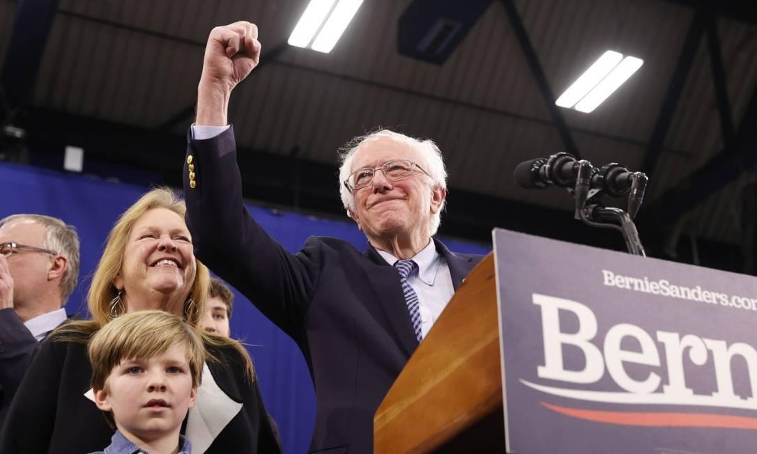 Sanders comemora vitória na primária de New Hampshire Foto: MIKE SEGAR / REUTERS