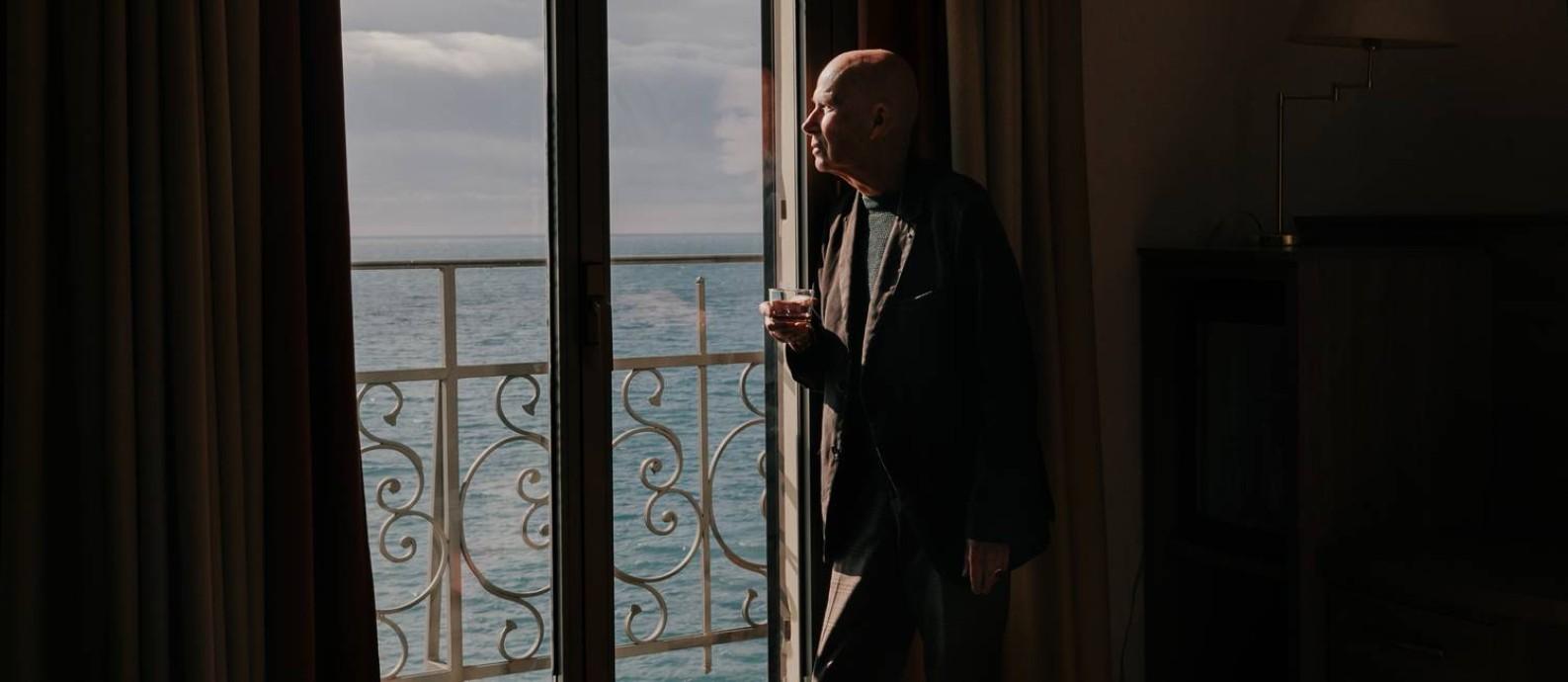 O escritor francês Gabriel Matzneff na Riviera Italiana. Por anos, ele falou abertamente sobre seus atos de pedofilia Foto: ANDREA MANTOVANI / NYT