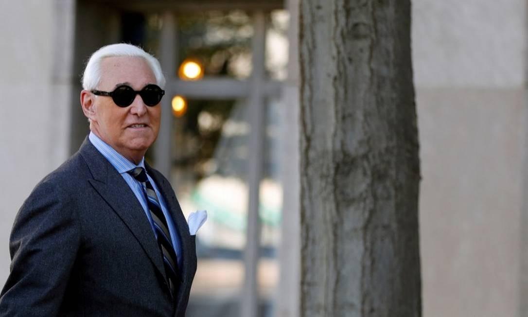 Roger Stone, na entrada do tribunal para participar de uma sessão de seu julgamento Foto: Yara Nardi / Reuters / 13-11-2019