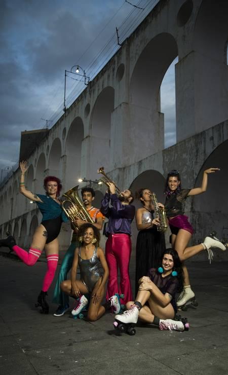 O bloco Studio69 toca sucessos da disco music Foto: Guito Moreto / Agência O Globo