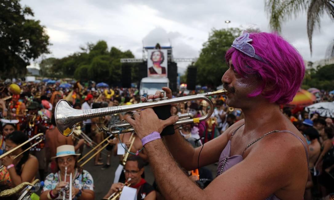 O trompetista Daniel Paiva é um dos fundadores da Orquestra Voadora Foto: Marcos de Paula / Agência O Globo