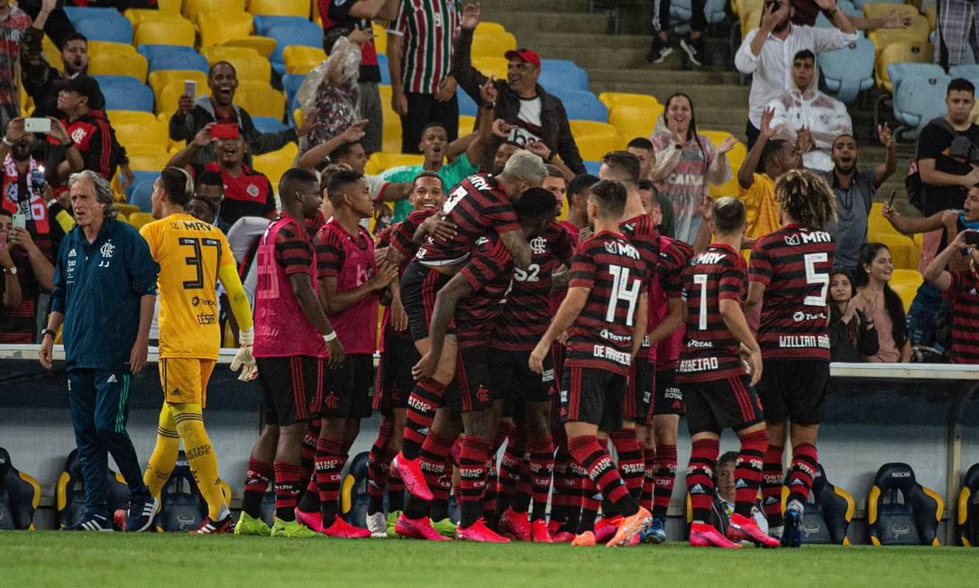 Elenco do Flamego comemora gol sobre o Fluminense Foto: Divulgação