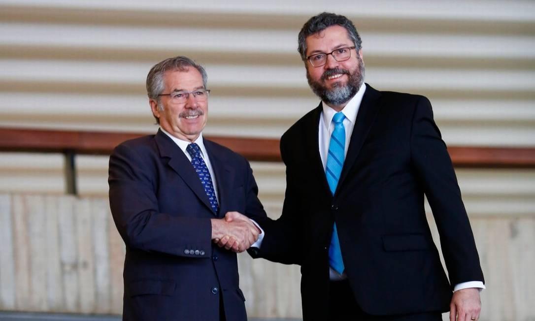 O chanceler argentino, Felipe Solá, e o ministro Ernesto Araújo no Itamaraty Foto: SERGIO LIMA / AFP