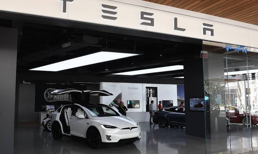 Loja da Tesla em Los Angeles. Foto: MARK RALSTON / AFP