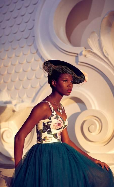 Top, saia e colar, todos Dolce & Gabbana Foto: Fotos: Renan Oliveira