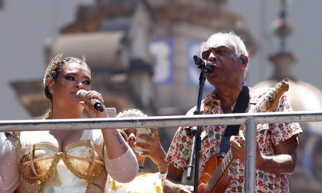 Preta e Gil, no desfile do Bloco da Preta de 2016 Foto: Thiago Freitas