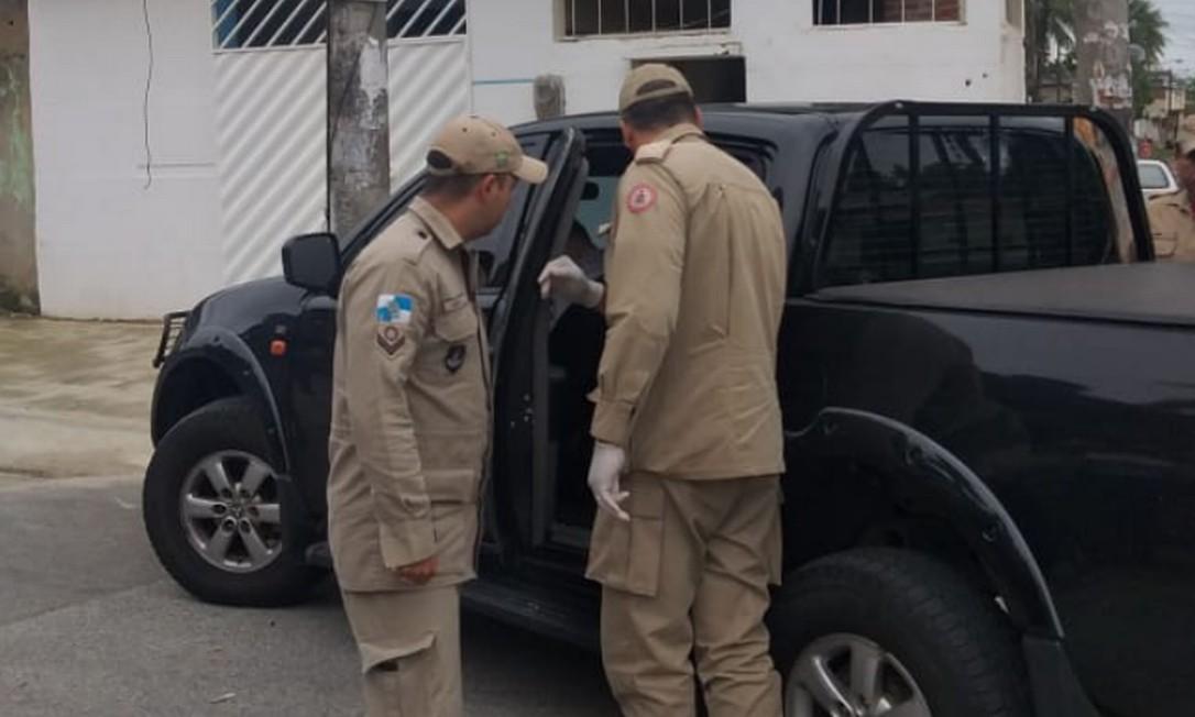 Homens do Corpo de Bombeiros foram acionados para o local; um agente da Polícia Federal morreu dentro de viatura descaracterizada Foto: Reprodução