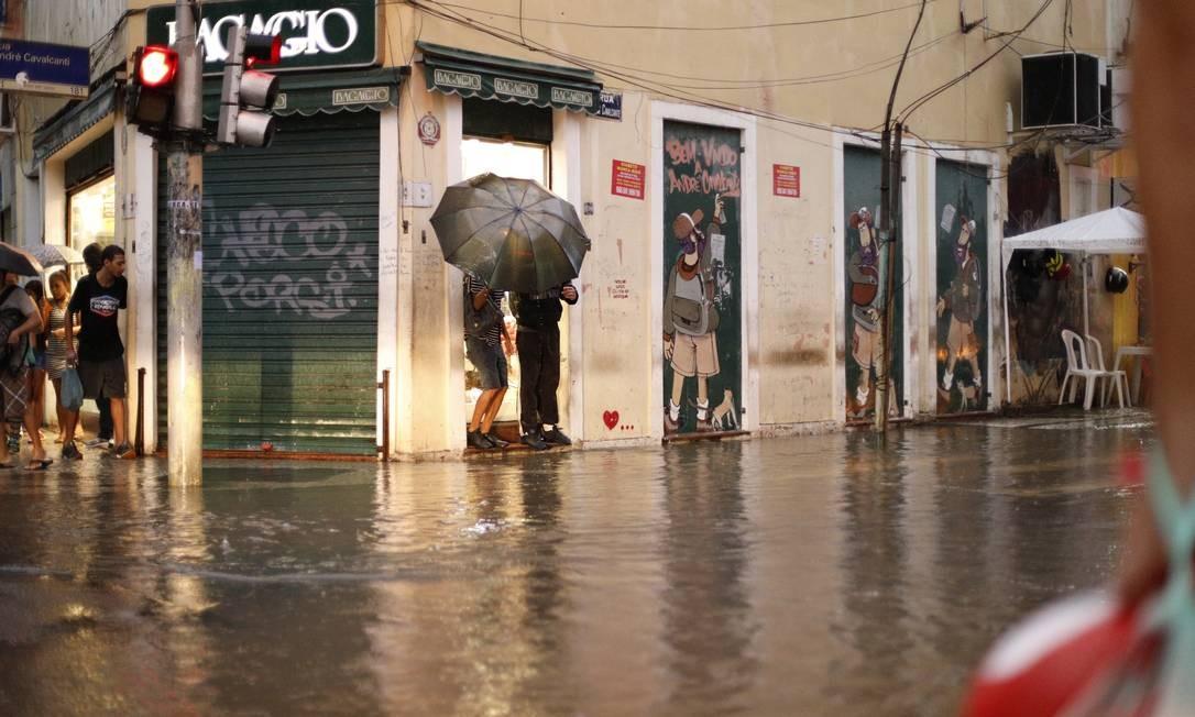 Transtornos causados pela forte chuva que caiu no Rio de Janeiro. Foto: Brenno Carvalho Foto: Agência O Globo