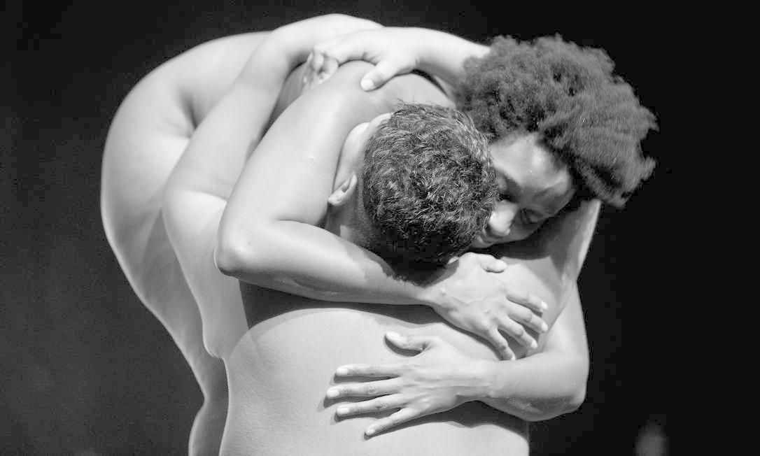 """Cena da peça """"Isto é um negro?"""" Foto: Rodrigo de Oliveira / Divulgação"""
