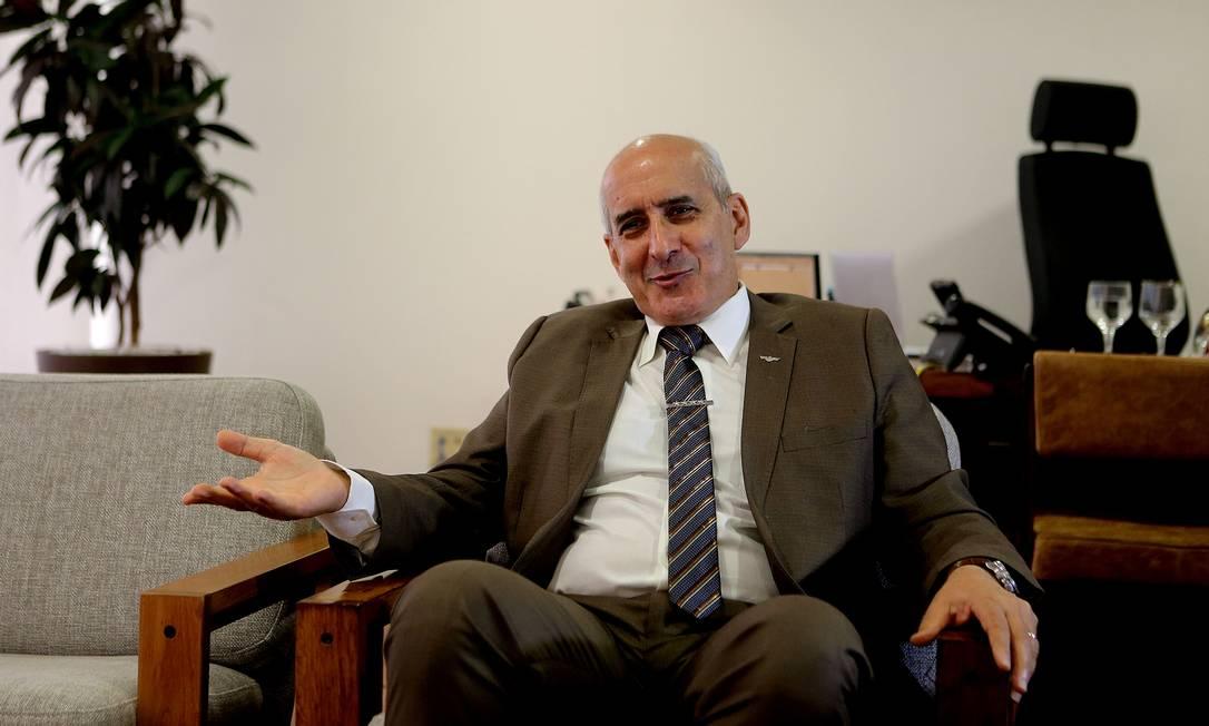 O general Luiz Eduardo Ramos Baptista Pereira, ministro-chefe da Secretaria de Governo, durante entrevista Foto: Jorge William / Agência O Globo