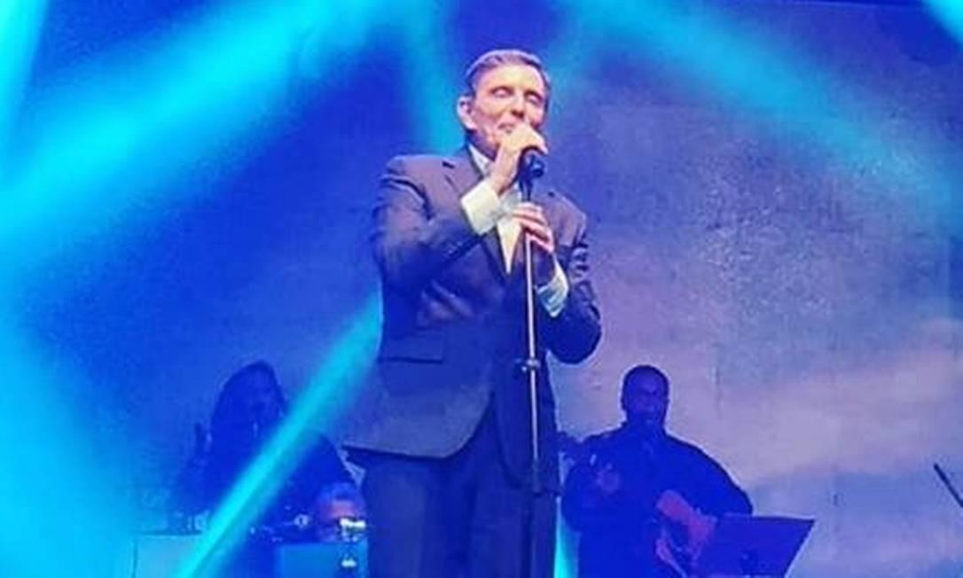Prefeito Marcelo Crivella cantou para um público de quase 2500 pessoas em um show beneficente Foto: Reprodução / Redes Sociais