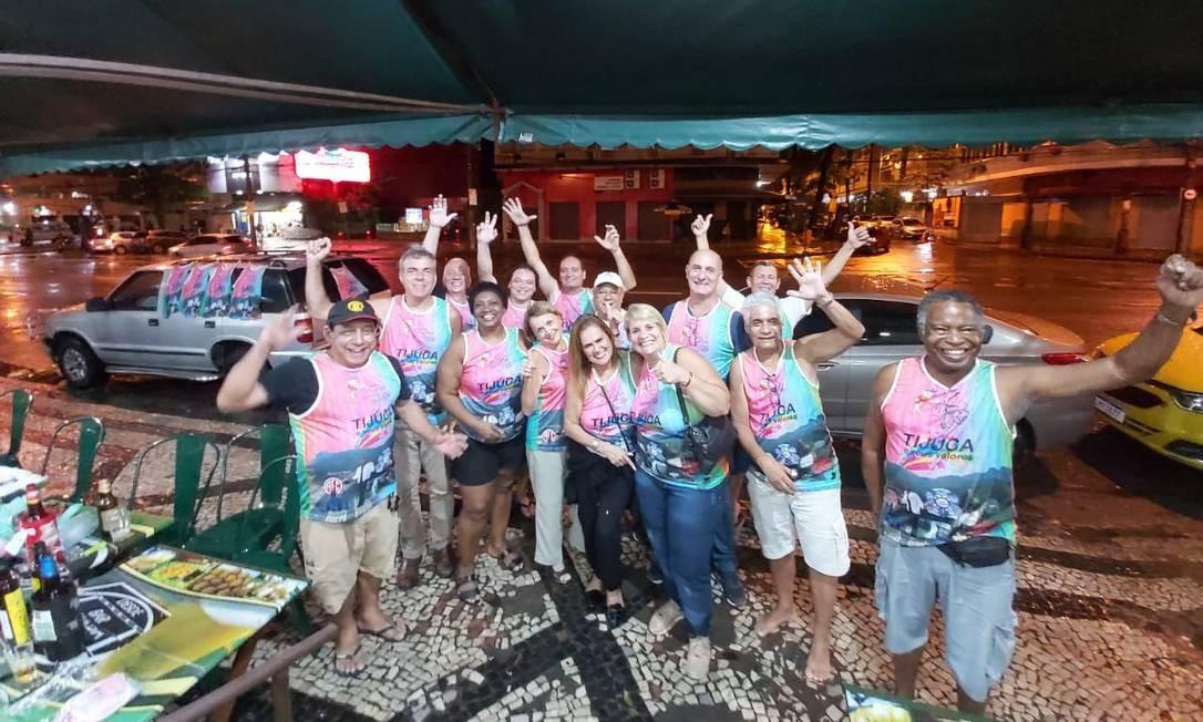Tradição tijucana: Integrantes da Banda Haddock no dia do lançamento da camisa Foto: Divulgação/Luiz Aleixo