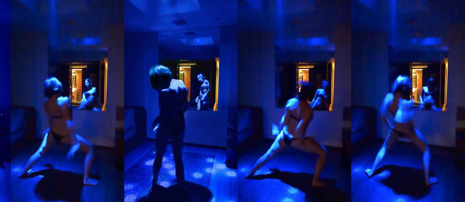 Série 'Blue mirror', de Monica Barki: intimidade fora de casa Foto: Divulgação