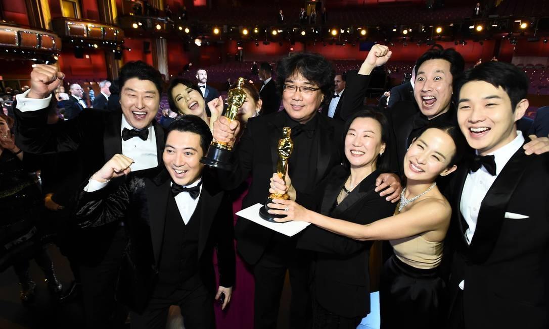 """Elenco de """"Parasita"""" na cerimônia do Oscar 2020 Foto: Matt Petit / AFP"""