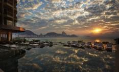 Visão do nascer do sol da varanda do Fairmont Hotel, em Copacabana Foto: ROMULO FIALDINI / Divulgação