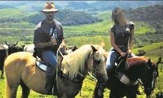 Adriano da Nóbrega e Júlia em uma fazenda Bahia: casal tentava manter aparência de família normal Foto: Arquivo pessoal