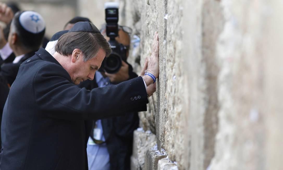 Bolsonaro em visita a Israel, em abril de 2019: presidente prometeu transferir embaixada para Jerusalém, em aceno apoiado por evangélicos Foto: Menahem Kahana / Reuters