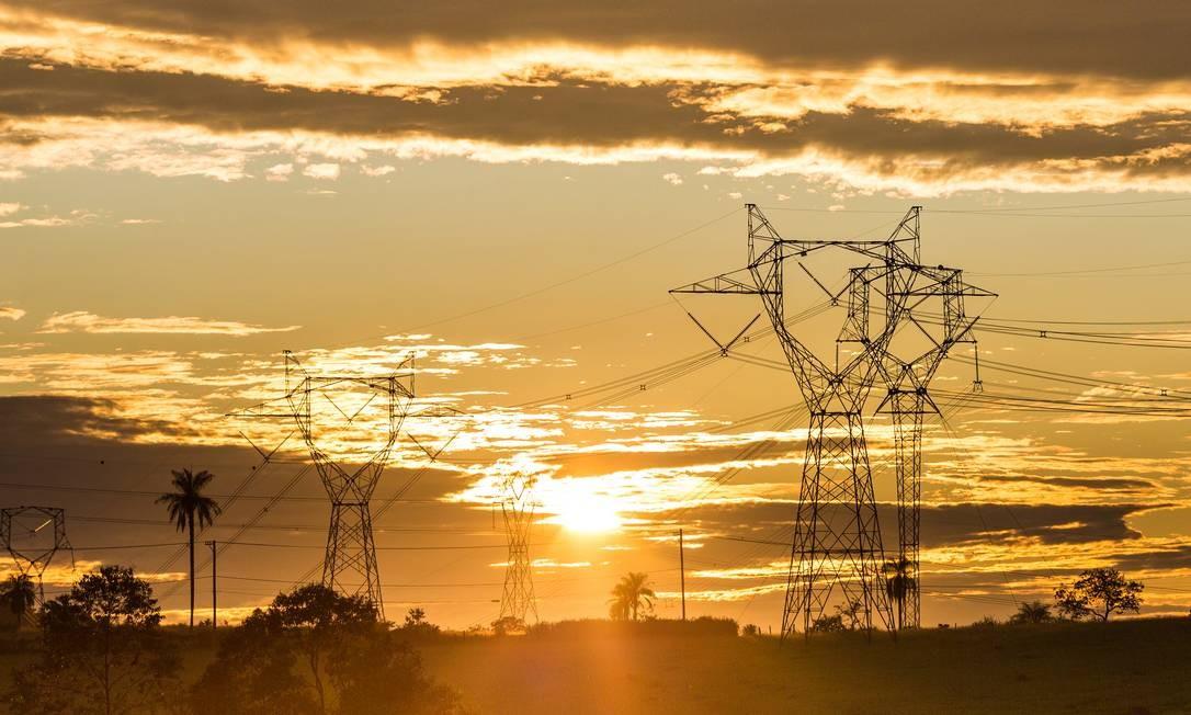 Torres de transmissão de energia elétrica no interior do estado de São Paulo Foto: Edilson Dantas / Agência O Globo