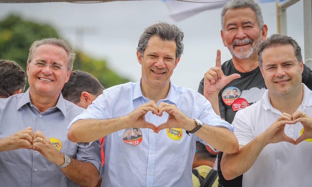 O então candidato a presidente pelo PT, Fernando Haddad, com Renan pai e filho: Maceió pode se dividir Foto: Ricardo Stuckert/6-9-2018 / Divulgação