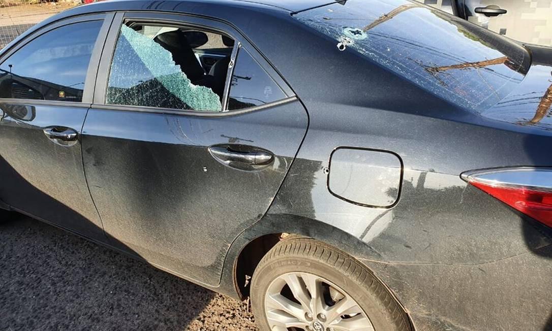 O carro do deputado Loester Trutis após os disparos Foto: Reprodução/Facebook