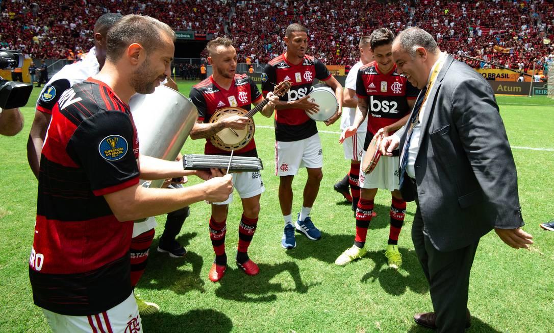 Comemoração em campo dos jogadores e Marcos Braz Foto: Alexandre Vidal/Flamengo