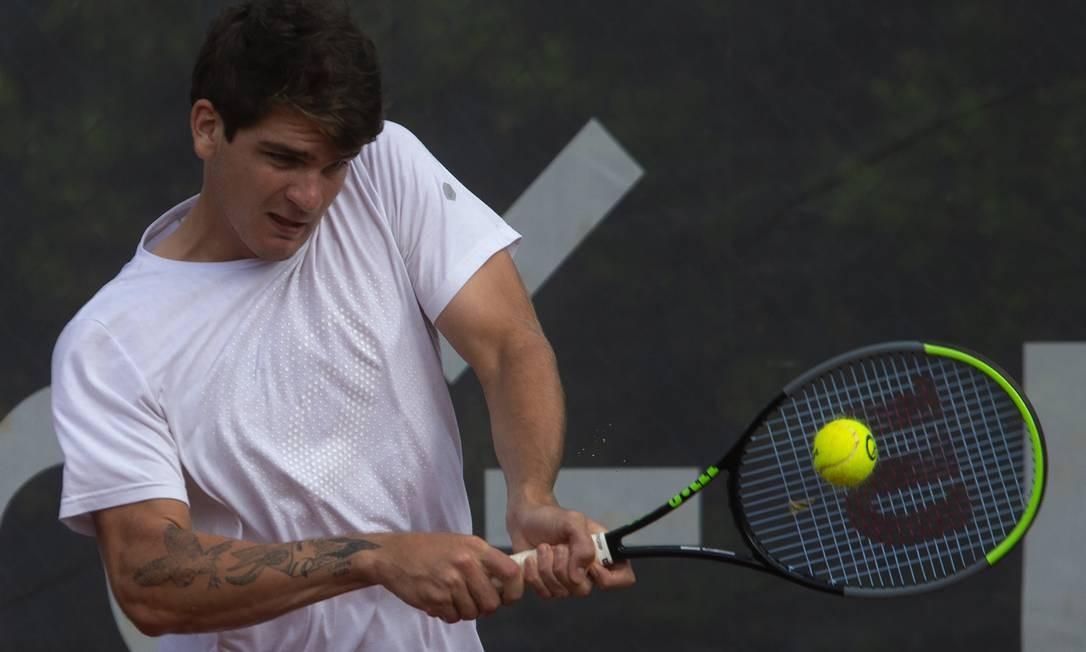 Aos 19 anos, o paranaense é o terceiro melhor brasileiro no ranking ATP Foto: ANTONIO SCORZA / Agência O Globo