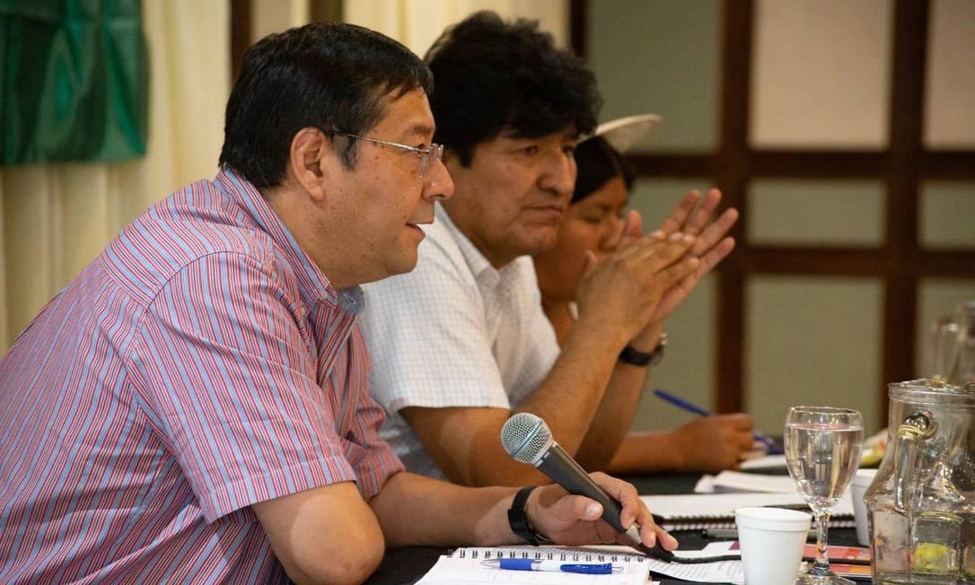 Luis Arce, candidato do MAS, durante reunião do partido com Evo Morales em Buenos Aires Foto: Reprodução/Twitter