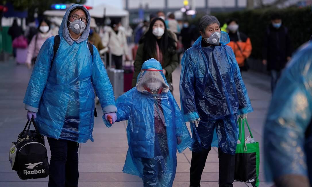 Pessoas usam máscaras de proteção contra o coronavírus em estação de trem em Xangai, na China. Foto: ALY SONG / REUTERS