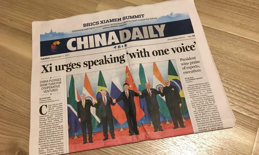 Capa do jornal China Daily. Operações do veículo nos EUA passarão a ser consideradas como uma 'missão diplomática', se submetendo às regras do Departamento de Estado Foto: Natália Boere / Infoglobo