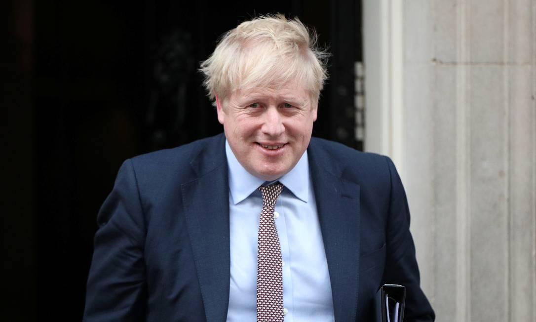 O primeiro-ministro britânico, Boris Johnson, na saída de Downing Street Foto: HANNAH MCKAY / REUTERS/11-02-2020
