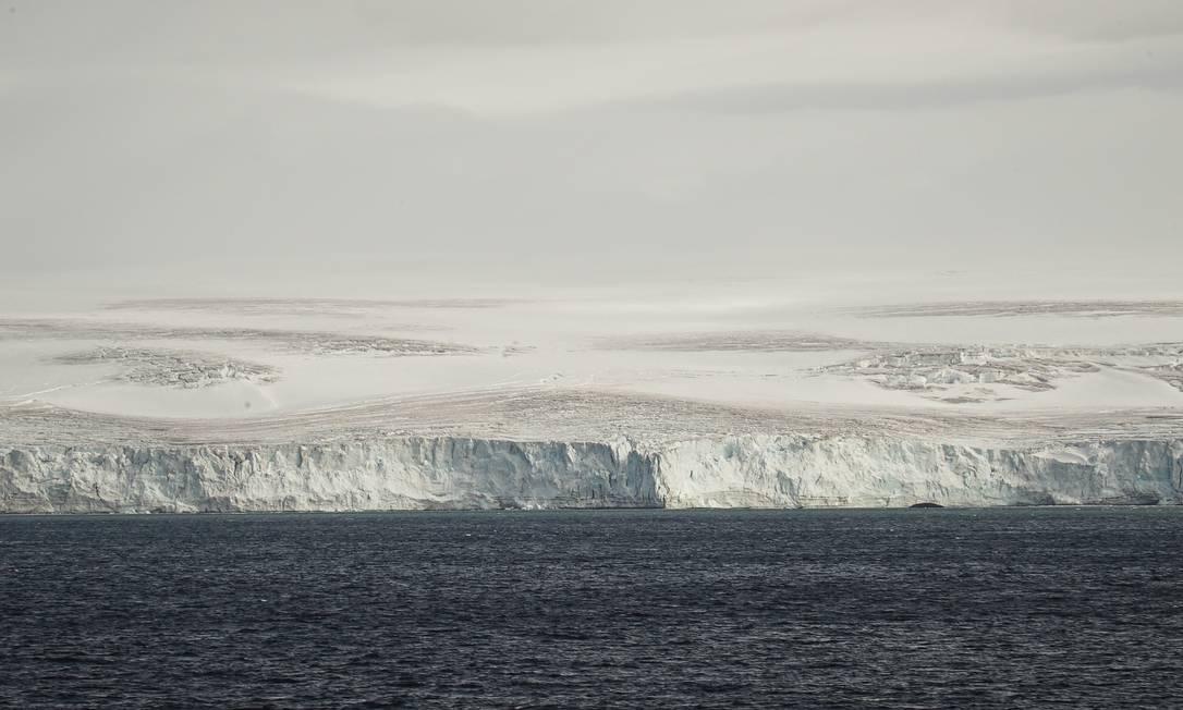 A Península Antártica é a parte do planeta que mais tem esquentado nos últimos 50 anos. A temperatura do gelo nesta região fica próxima à condição para o derretimento Foto: Elcio Braga / O Globo
