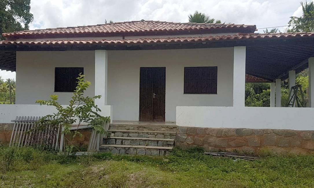 Fotos da casa onde o ex-capitão do Bope do Rio, Adriano Magalhães da Nóbrega morreu, na Bahia Foto: Marcos Nunes / Agência O Globo