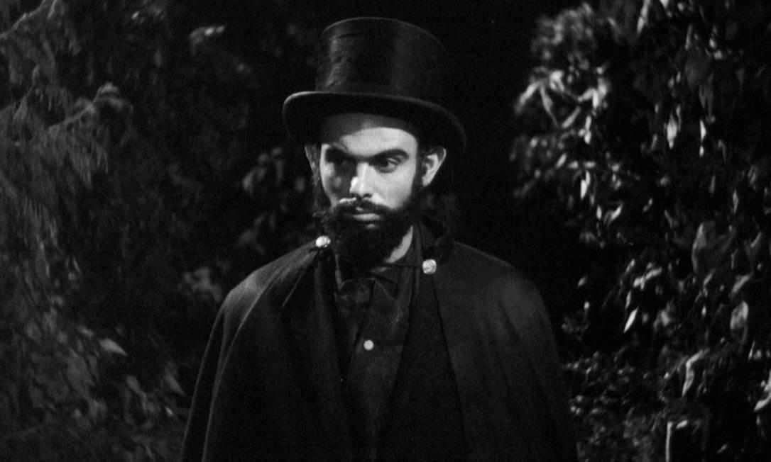 """Mojica, considerado um dos mestres mundiais do cinema de terror, em """"À meia-noite levarei sua alma"""" (1964) Foto: Divulgação"""