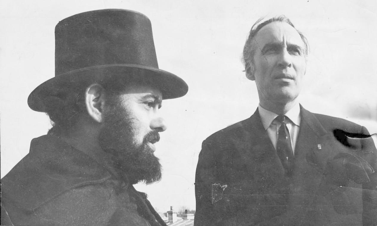 O ator e diretor em 1974, ao lado do ator Cristopher Lee, astro britânico conhecido por estrelar vários filmes de vampiro. Foto: Divulgação