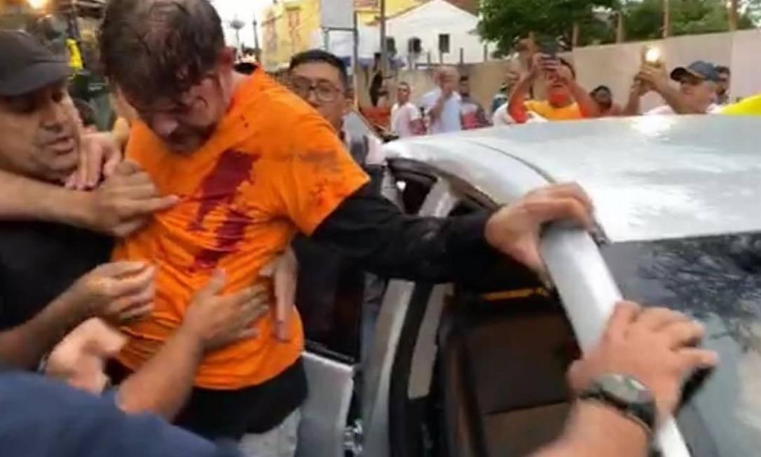 Imagem compartilhada em redes social mostra senador Cid Gomes após ter sido atingido por disparo Foto: Reprodução