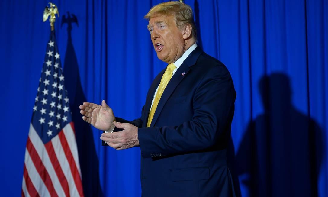 Trump em uma cerimônia de formatura de presos em Las Vegas, no estado de Nevada, que realiza primárias no sábado Foto: JIM WATSON / AFP
