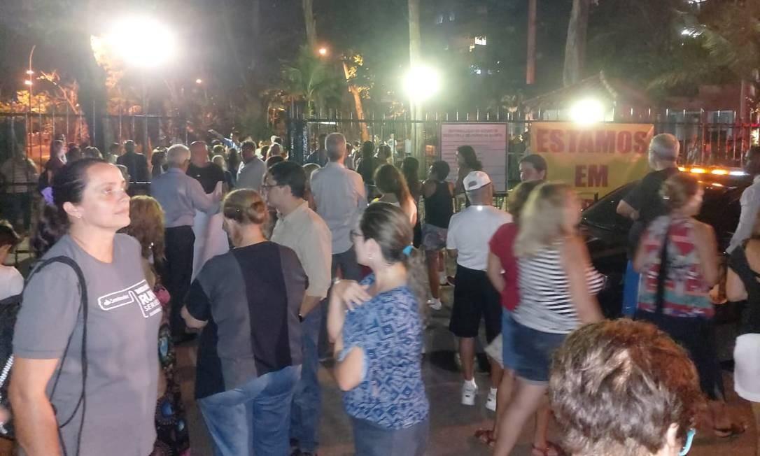 Moradores fazem protesto na noite desta quinta-feira Foto: Arquivo Pessoal