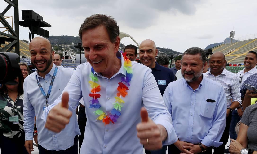 O prefeito Marcelo Crivella visitou o Sambódromo para entregar as obras Foto: FABIANO ROCHA / O Globo