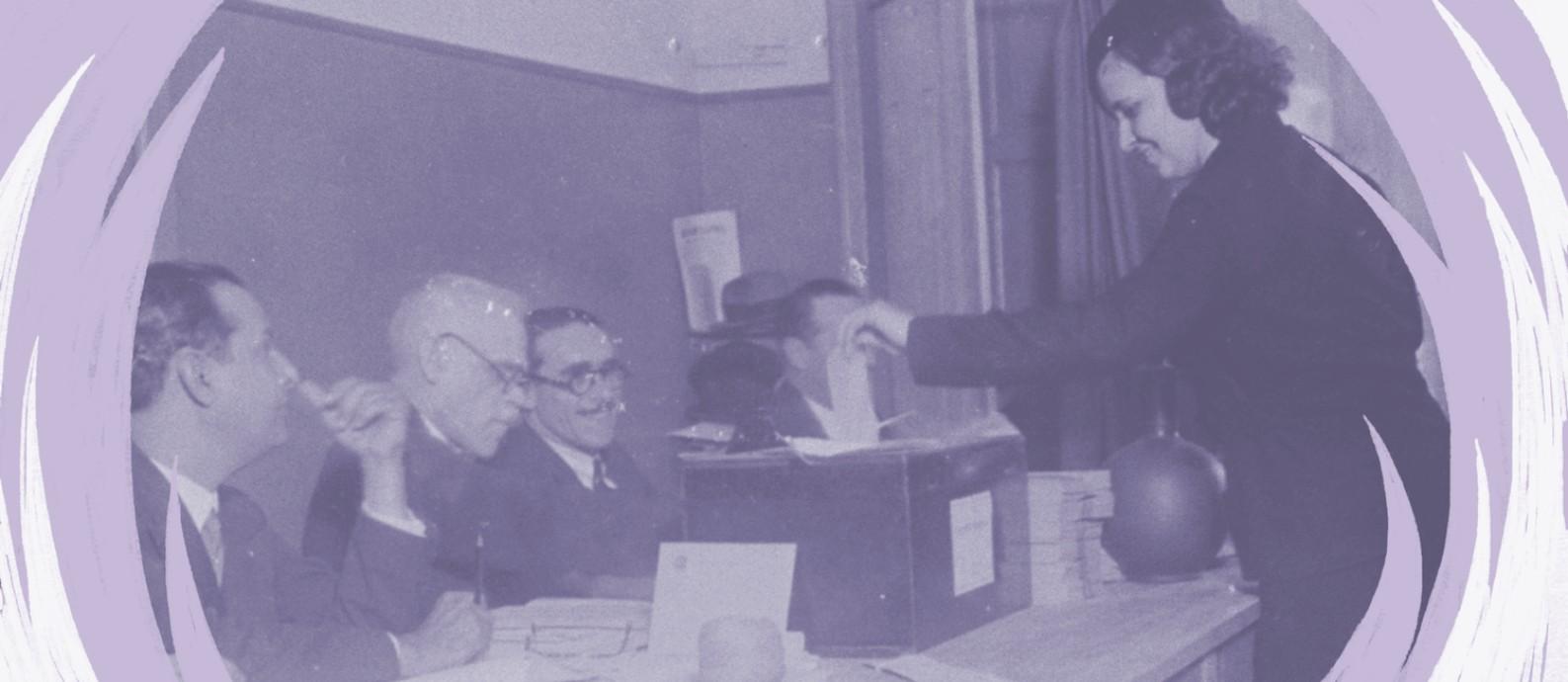 Uma mulher vota pela primeira vez na seção da Rua das Laranjeiras, em maio de 1933 Foto: Acervo O Globo