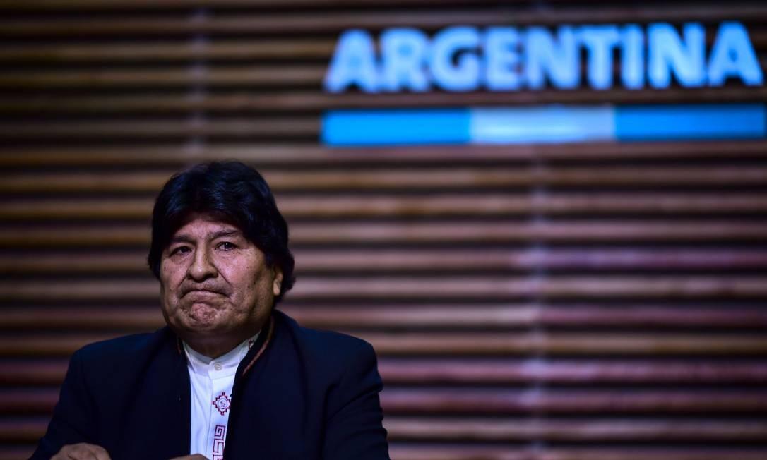 O ex-presidente Evo Morales realiza entrevista coletiva em Buenos Aires, após ter sua candidatura ao Senado inabilitada Foto: RONALDO SCHEMIDT / AFP