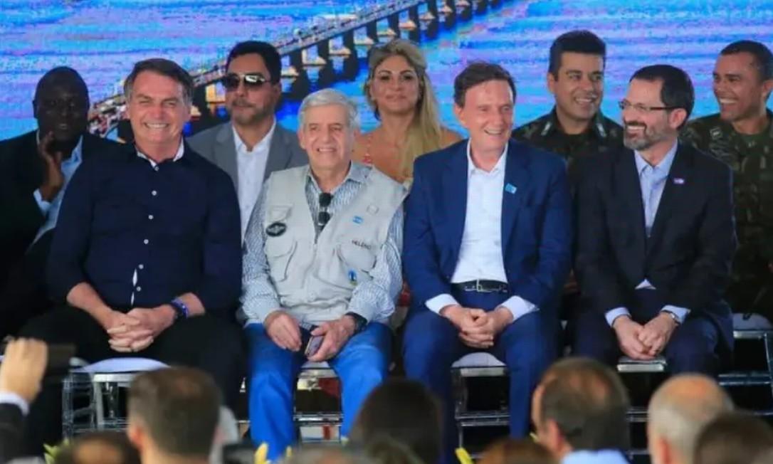 O juiz federal Marcelo Bretas com Marcelo Crivella e Jair Bolsonaro em evento gospel Foto: Reprodução