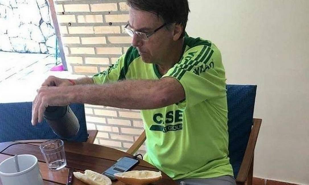 Resultado de imagem para Bolsonaro mesa café
